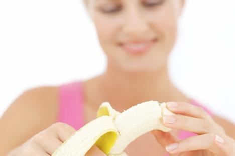eating-banana-adinatisma-greece