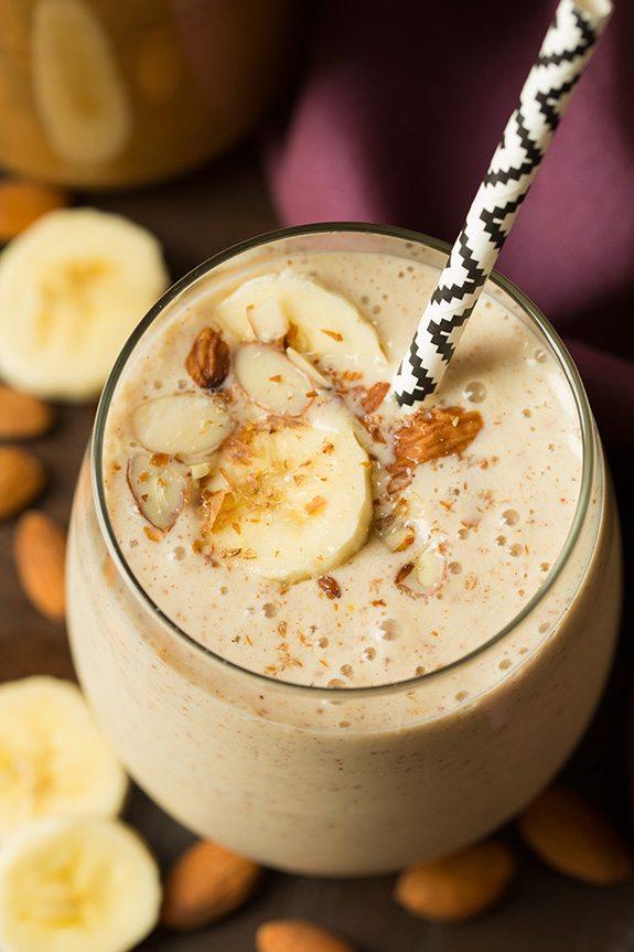 almond_banana_smoothie-adinatisma-greece